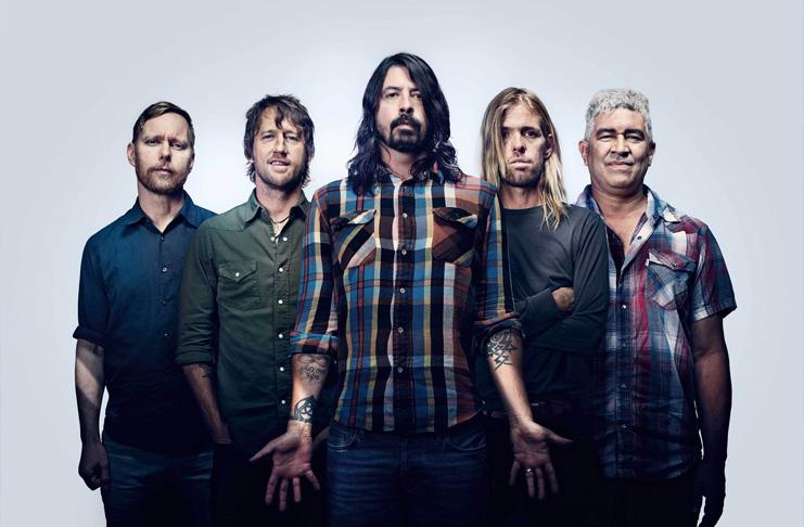 Filha de 8 anos de Dave Grohl toca bateria com Foo Fighters